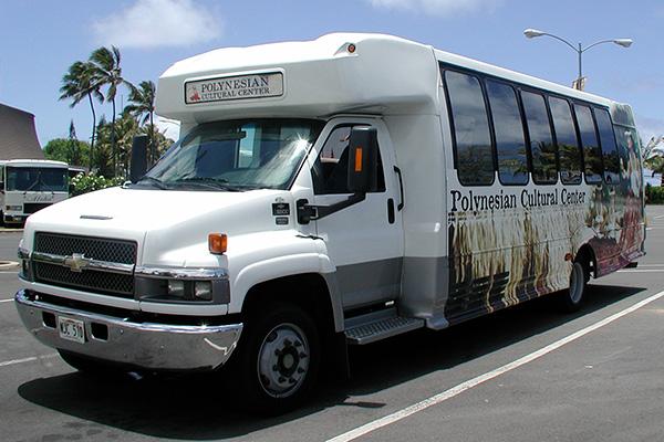 ポリネシアンカルチャーセンターのバス