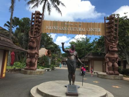 ハマナ・カリリの像